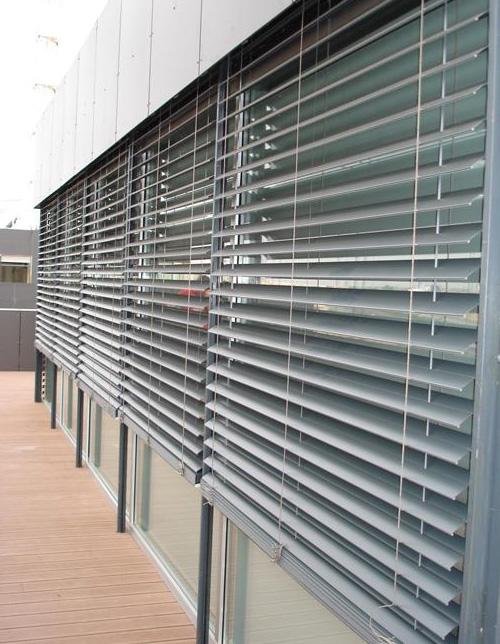 Por qu utilizar estores o persianas en verano blog - Persianas madera exterior ...