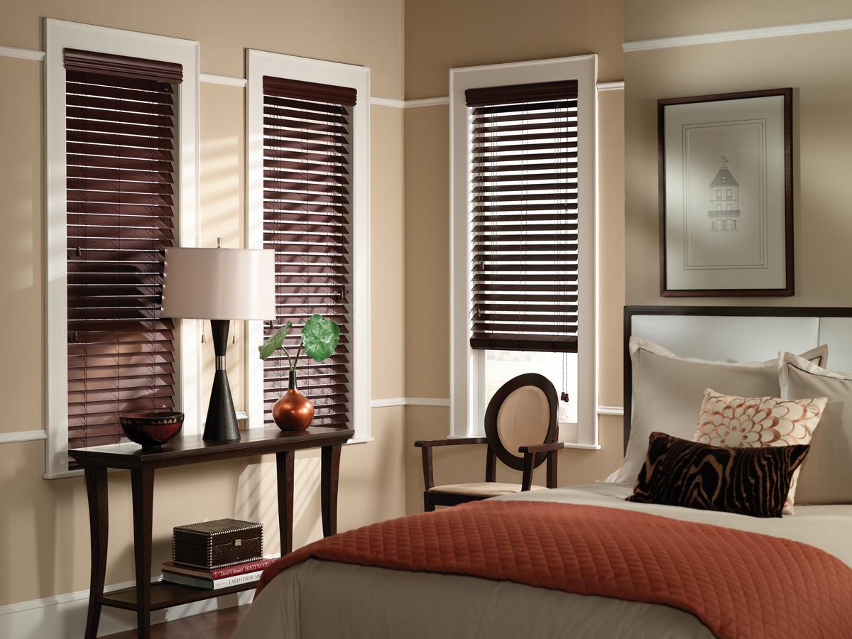 Decorar con cortinas venecianas de madera en habitaciones - Cortinas venecianas madera ...