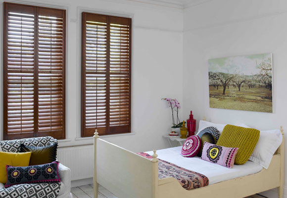 Ideas para decorar ventanas grandes con estores o persianas blog - Estores de madera ...