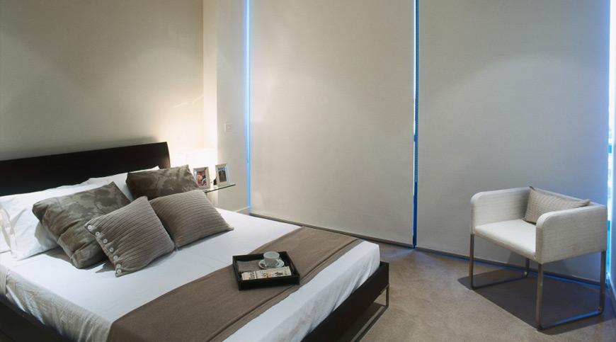 Cuál es el mejor color para decorar un dormitorio con estores?